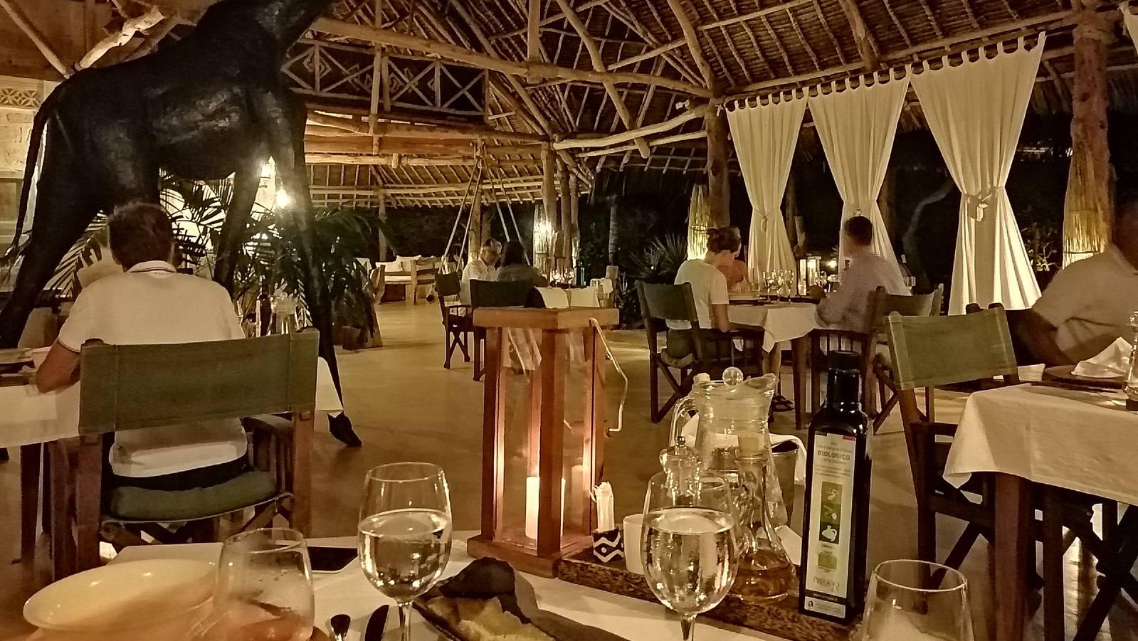 Lonno Lodge restaurant at dinner time