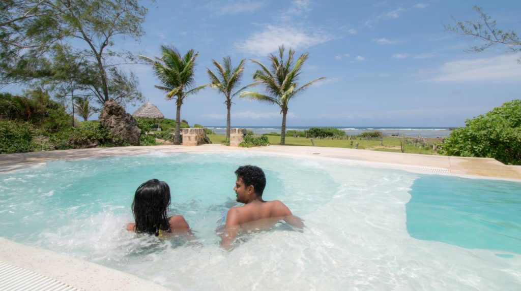 Guests in Lonno Lodge Jacuzzi