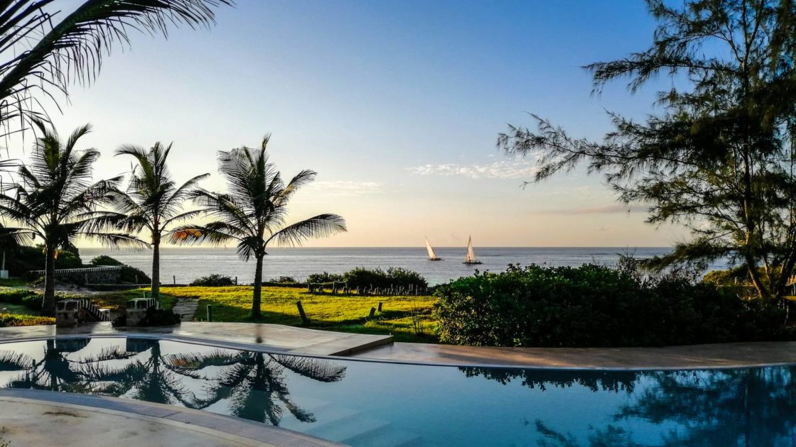 holiday bonds to enjoy sailboats sailing at dusk in front of the garden and swimming pool
